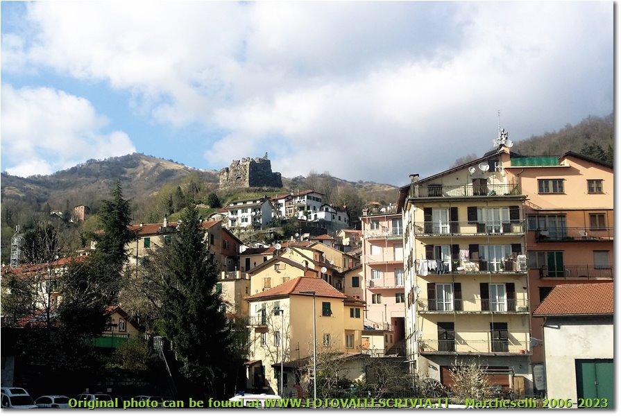 Foto Altro - Paesi - Monte Prelà, Ruderi del Castello e Condomini a Torriglia