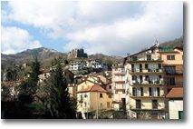 Fotografie Altro - Paesi - Monte Prelà, Ruderi del Castello e Condomini a Torriglia