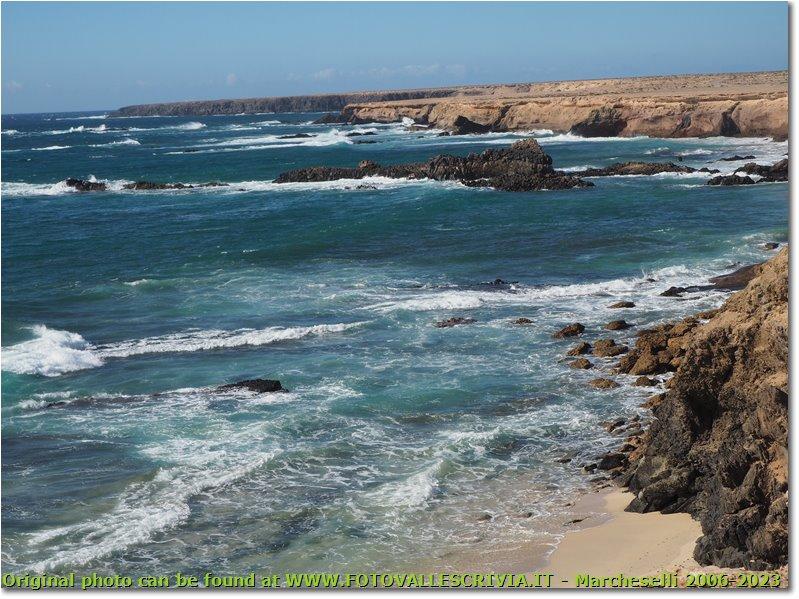 Cliffs around playa de saudade e playa de los ojos