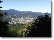 Fotografie Busalla&Ronco Scrivia - Paesi - Busalla, il Monte Leco e lontano il Monte Tobbio