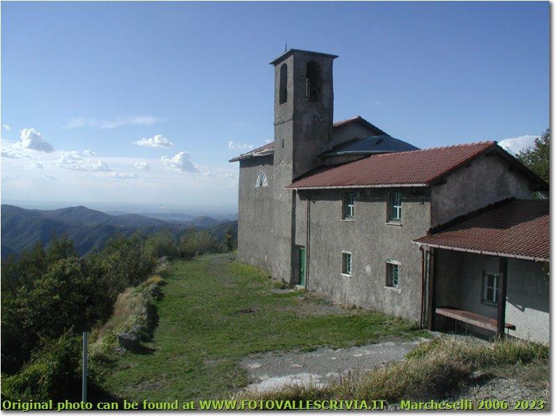 Fotografie Busalla&Ronco Scrivia - Paesi - La cappelletta e rifugio del Monte Reale