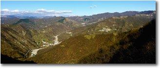 Foto Crocefieschi&Vobbia - Panorami - Valle Vobbia, e in lontananza la catena dei Monti Liguri