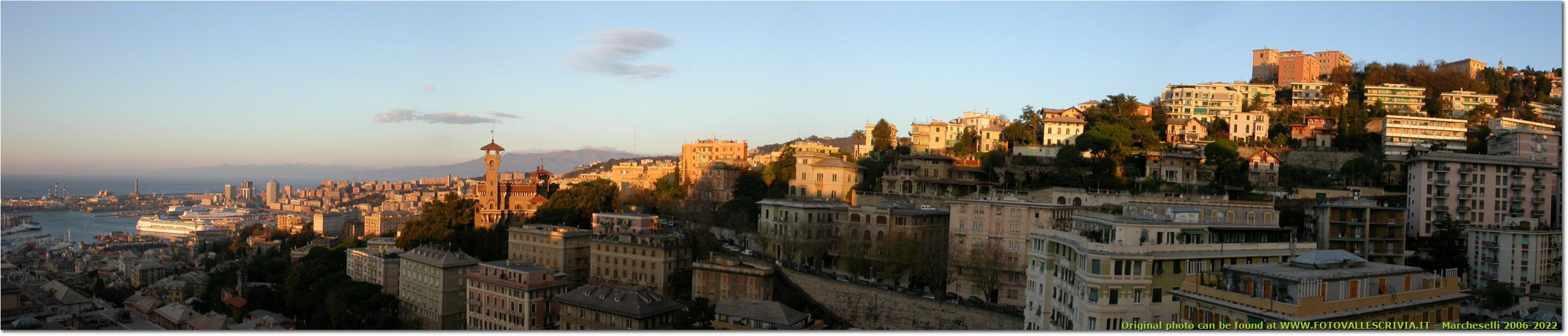 Foto Genova - Paesi - The harbor and the upper bypass
