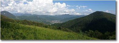 Fotografie Savignone - Panorami - Casella: sullo sfondo la Catena dei Monti Liguri