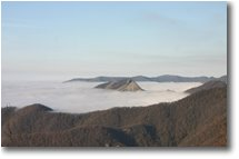 Foto Savignone - Panorami - An island in the fog: M. Reopasso