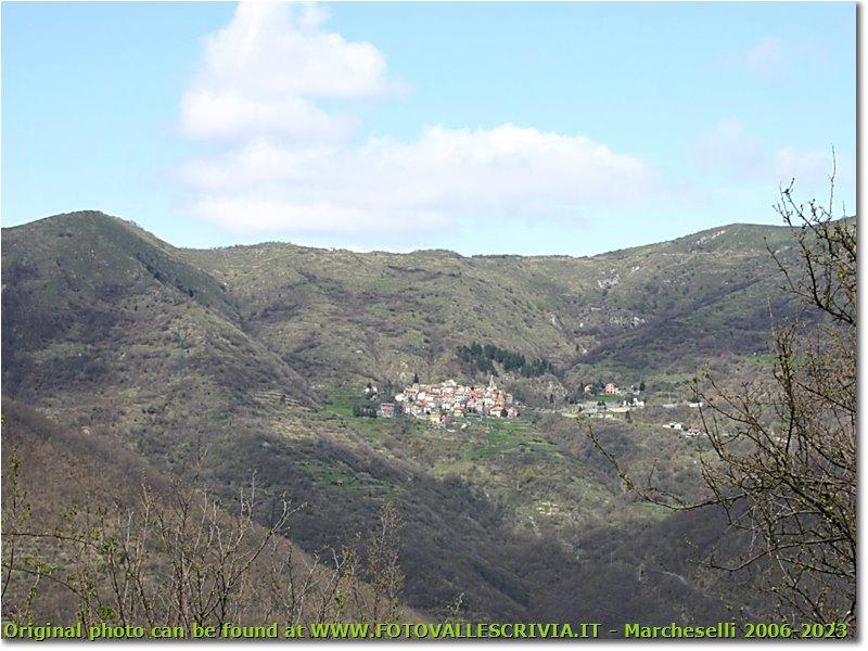 Foto ValBrevenna - Paesi - Uno dei tanti paesini di mezzacosta: Frazione Clavarezza in Val Brevenna